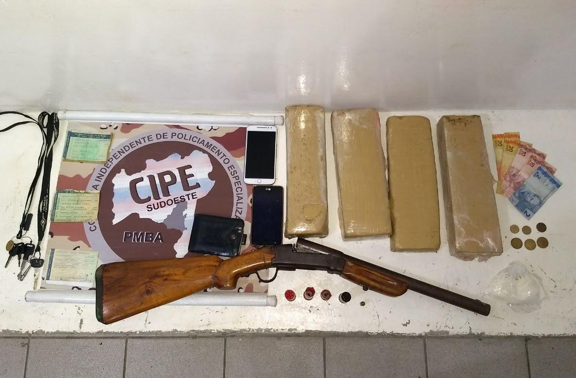 Polícia apreende drogas em Bara do Choça