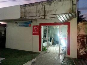 Depois de explodir agência, suspeitos ainda atiraram no estabelecimento (Foto: Divulgação/Polícia Militar do RN)