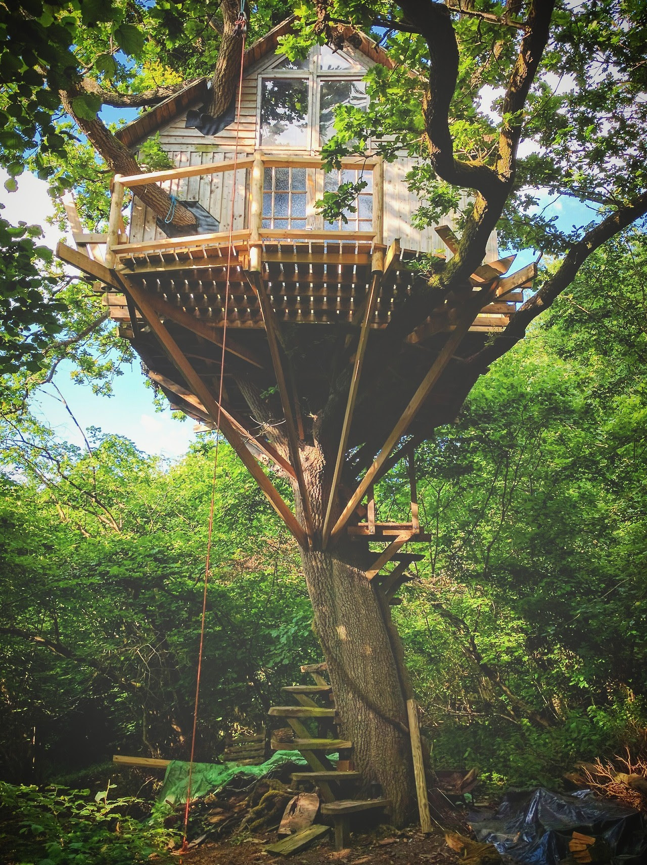 "Treehouse, Oxford, England Built by Tom de Wilton / @tomdewilton ""I built my treehouse in the woods on my grandma's farm when I was 18. I used my summer job money to buy the structural timbers, bolts and a couple of hand tools — and managed to..."