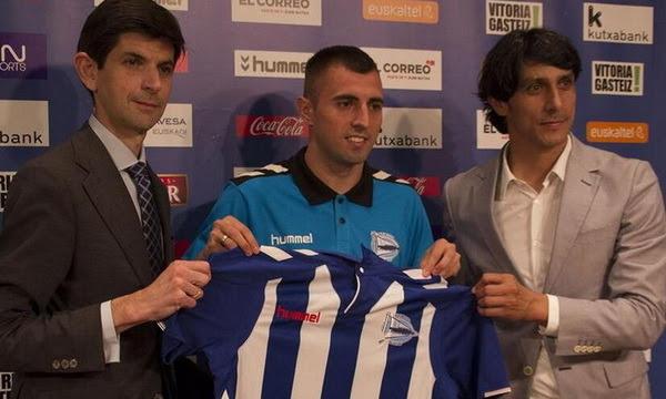 Nenad Krstičić (n. Belgrado, 3 de julio de 1990) es un futbolista serbio que juega en la demarcación de centrocampista para el Deportivo Alavés de la Primera División de España. Krsticic, fuerza, calidad y coraje para el centro del campo albiazul....