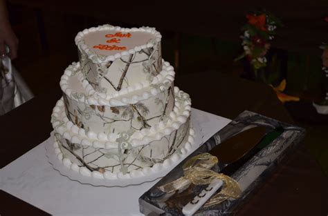Camo Dairy Queen wedding cake.   Photography   Pinterest