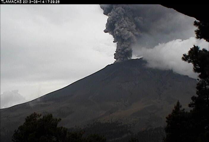 panache de cendres du volcan Popocatepetl