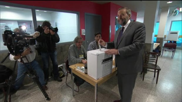 NDP Leader Tom Mulcair didn't run into any obstacles when he voted today at an advance polling station. But many Canadians complained about long lineups and wait times.