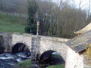 003 tiene un 24 puente-en-pierre-sur-la-Boralde-abril