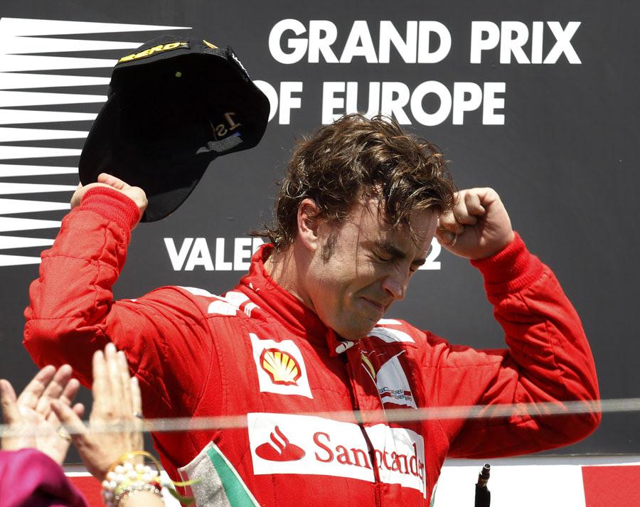 Fernando Alonso comemora no pódio