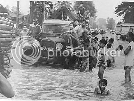 Banjir di Jl. Ir. H Juanda (sekarang).
