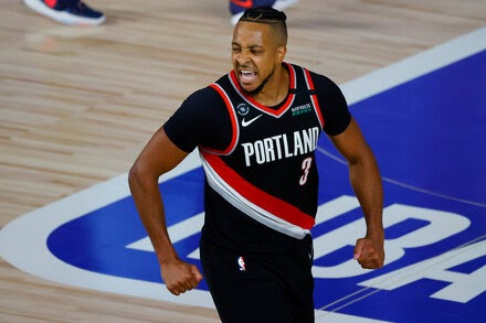 Damian Lillard Gets Help Moving Portland Out of the Yacht Club
