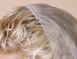 two-tier véu do casamento na ponta dos dedos com rendas applique borda