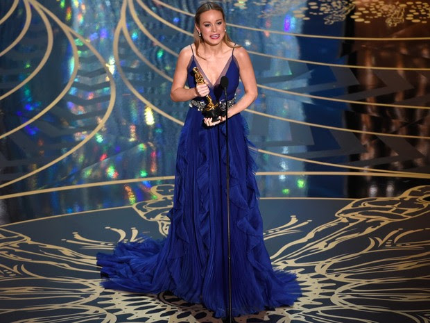 Brie Larson recebe o Oscar de melhor atriz por 'O quarto de Jack' (Foto: Chris Pizzello/Invision/AP)