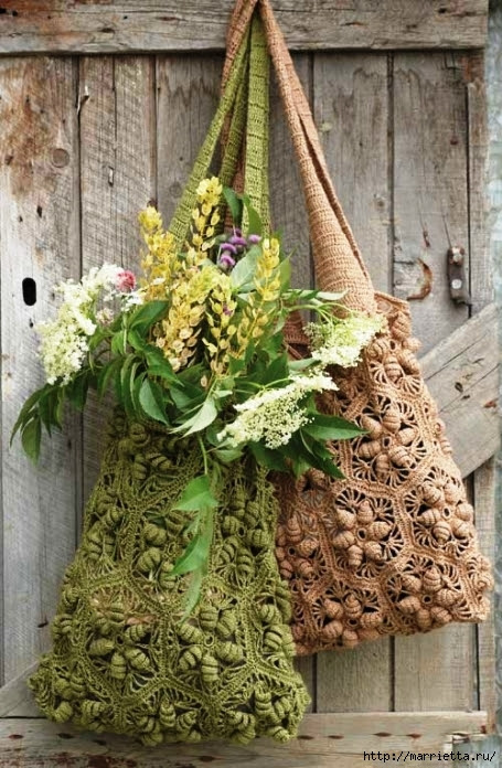 Very beautiful handbag Avoska with volumetric flowers (13) (455x696, 316Kb)