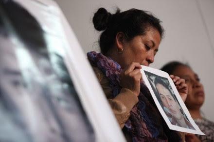Familiares de normalistas desaparecidos reprochan respuesta oficial. Foto: Octavio Gómez