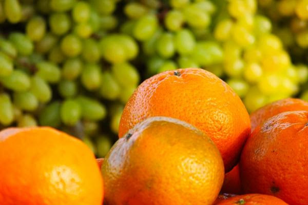 naranjas uvas contra
