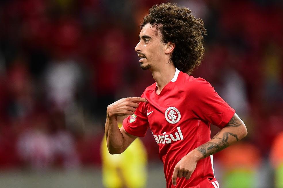 Dirigente do Cruzeiro está otimista em relação à contratação do atacante Valdívia, do Internacional (Foto: Futura Press)