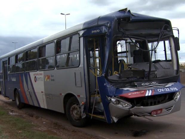 Colisão entre ônibus e caminhão deixa 13 feridos em Sumaré (Foto: Reprodução/EPTV)