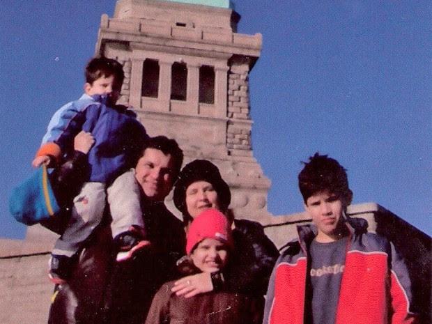 O juiz Edilson Enedino Chagas, junto com a mulher e os filhos em viagem aos EUA (Foto: Edilson Chagas/Arquivo Pessoal)