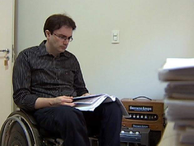 Sérgio Guilherme Rosa mostra que a deficiência é força para superação (Foto: Reprodução / TV Tem)
