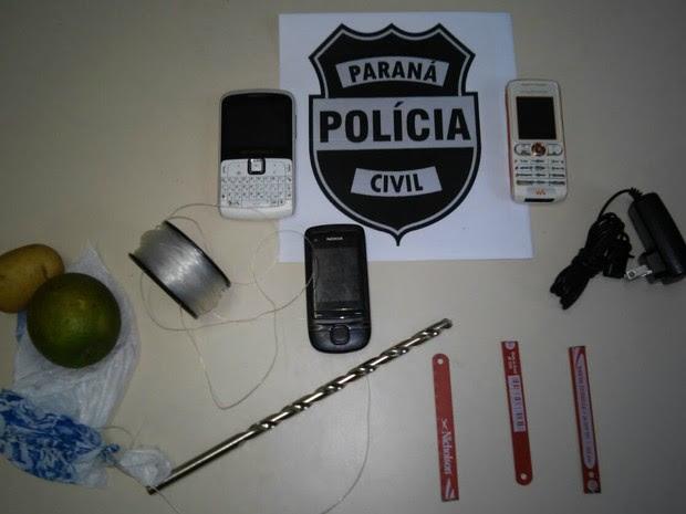 Objetos foram apreendidos antes de entrar na cadeia (Foto: Divulgação/Polícia Civil )