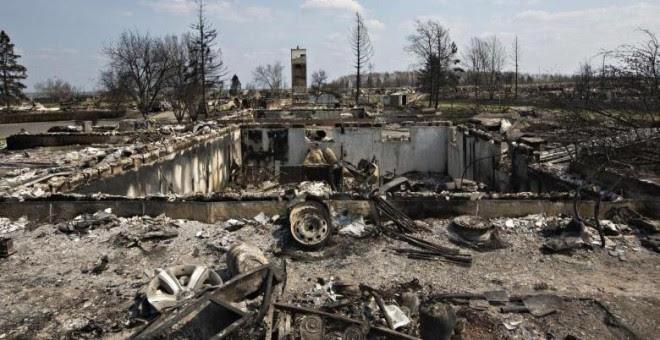 El barrio Beacon Hill, tras ser devastado por el incendio forestal de Fort McMurray, en Alberta, Canadá, el pasado 13 de mayo de 2016. REUTERS / Jason Franson