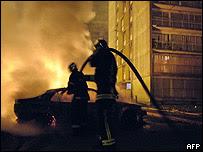Auto incendiado  en Clichy-sous-Bois