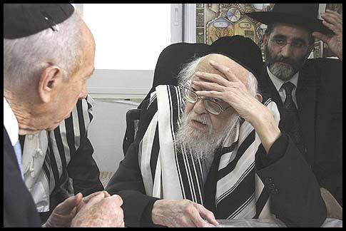 Rabbi Yosef Shalom Eliashiv hosting President Shimon Peres.