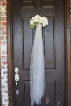 FRONT DOOR BRIDAL VEIL DECORATION. This was a fun idea. We