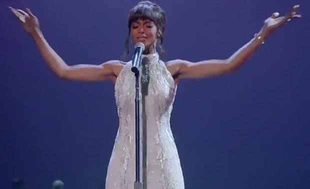 Yaya DaCosta  como Whitney Houston (Foto: Reprodução)
