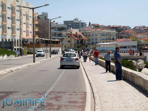 Condutor de carro vai pela ciclovia em Buarcos Figueira da Foz [en] Car driver uses the bike lane in Buarcos Figueira da Foz