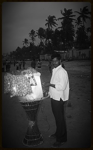 Juhu Beach Ka Panipuriwala Bhaiyya by firoze shakir photographerno1