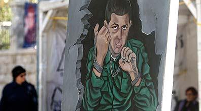ציור קיר של גלעד שליט בעזה (צילום: רויטרס)