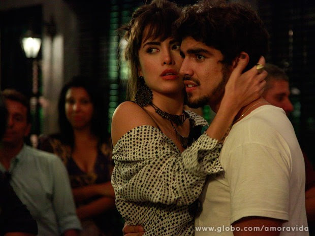 Maria e Caio vivem um romance na novela Amor à Vida (Foto: Ellen Soares / TV Globo)