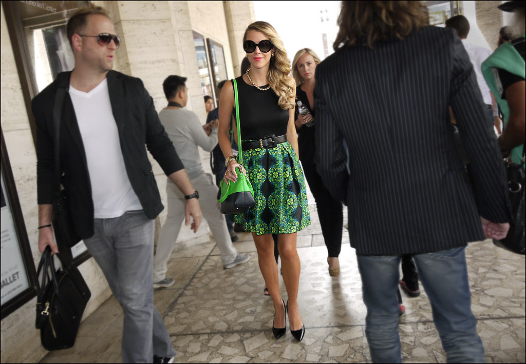 27 w black sleevelss top green and black print skirt green and black bag black pumps large black sunglasses ol