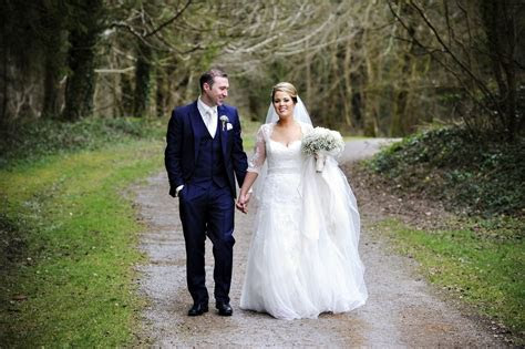 Finding Your Dream Wedding Dress Within Your Budget   Sell