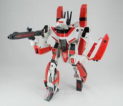 Transformers Jetfire G1 - modo robot con armadura