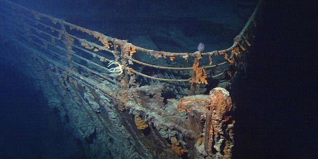 Bulan, Penyebab Tenggelamnya Titanic