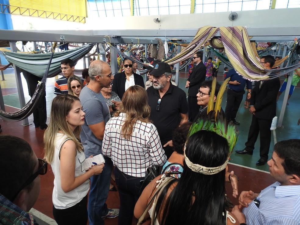 Ministro da Justiça e presidente da Funai conheceram alojamento criado para atender imigrantes (Foto: Adneison Severiano/G1 AM)