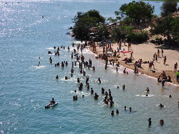 Ilha do Fogo entre Petrolina-PE e Juazeiro-BA  (Foto: Emerson Rocha/ Globo Esporte.com)