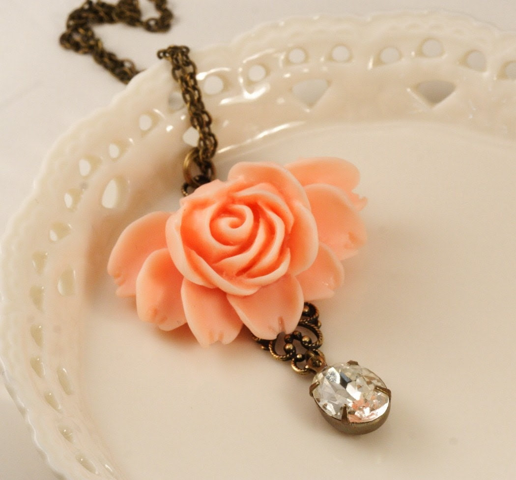 Free Shipping - Peach Vintage Glamour Rose Necklace
