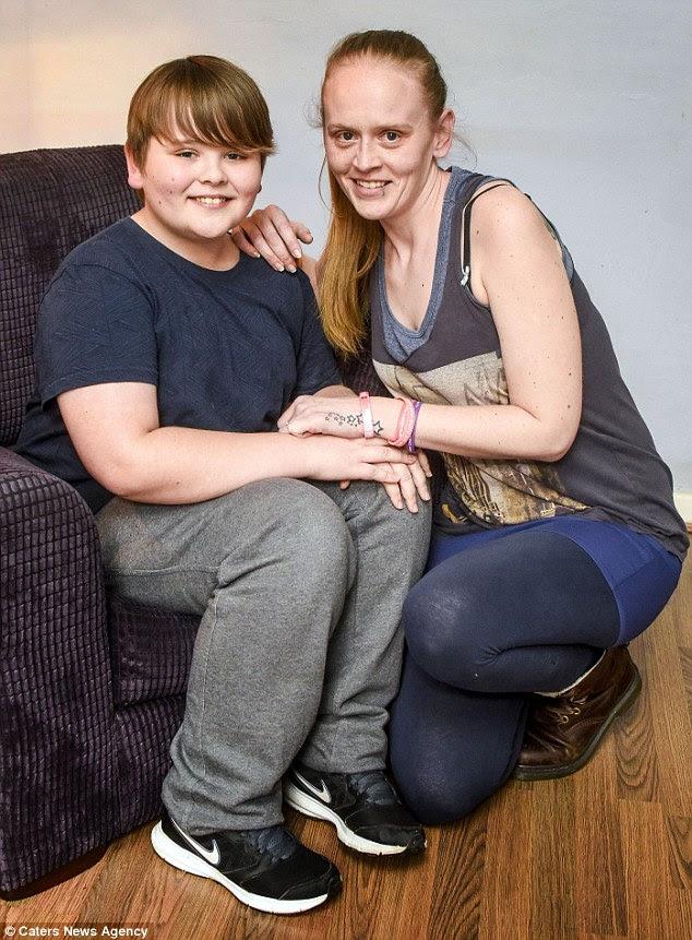 Μαμά Louise Blackshaw, απεικονίζεται με τον Billy, έχει πλέον μετατραπεί σε ένα υπνωτιστής που ειδικεύεται στην δυσλειτουργία των τροφίμων