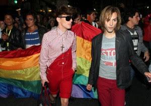 Miembros y simpatizantes del movimiento de Lesbianas, Gays, Bisexuales y Transexuales (LGBT) de Uruguay recorren el centro de Montevideo en defensa de sus derechos.EFE
