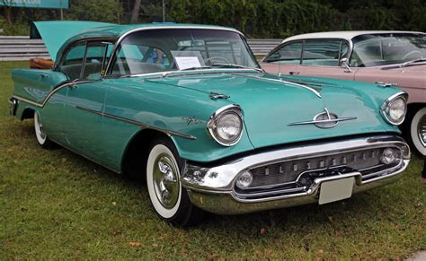 File:1957 Oldsmobile 98 Starfire Holiday 4 door sedan