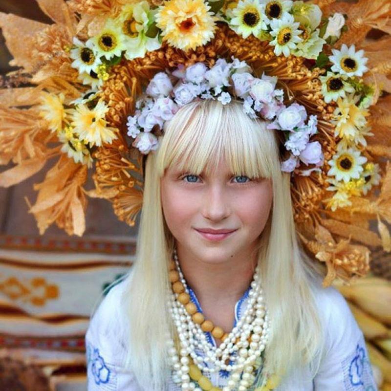 Mulheres modernas usando coroas tradicionais ucranianas dão um novo significado a uma antiga tradição 06