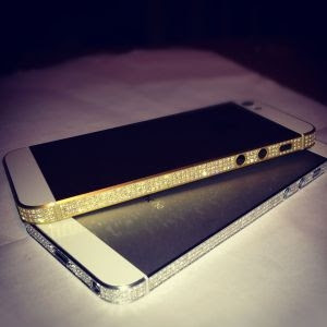 Amosu propose deux modèles exceptionnels d'iPhone 5 sertis de diamants.
