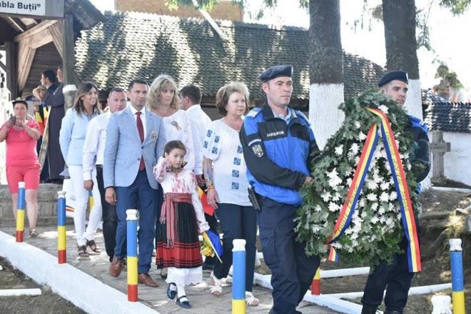 """""""Marşul Centenar"""" a ajuns, astăzi, la Tabla Buţii. Politicienii prahoveni, prezenti la ceremonia dedicata eroilor cazut iîn Primul Război Mondial"""