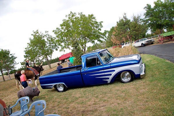 Love this truck, y block power and a killer stance.