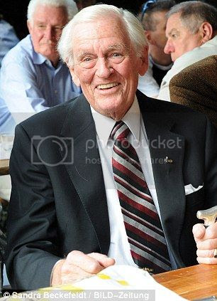 Homenaje al ultimo superviviente de los U-boat, comandante Hardegen