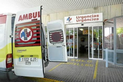 Puerta de acceso a Urgencias del Hospital de Sant Joan.   El Mundo
