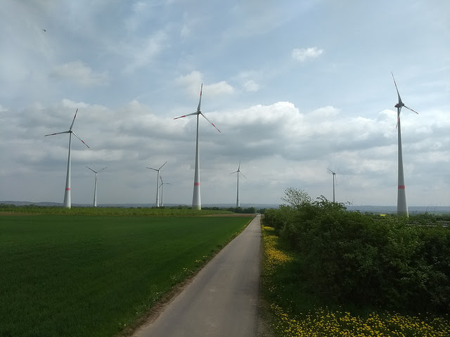 Based on wind and solar energy, Germany is moving towards a future based on alternative energy sources, such as with this private wind farm in the city of Wörrstadt, in the state of Rhineland-Palatinate. Credit: Emilio Godoy/IPS