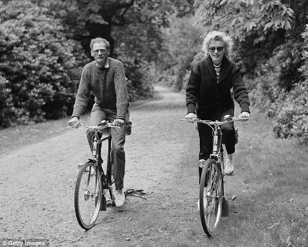 Malfadado: Com marido Arthur Miller durante seu breve casamento.  Eles se casaram em 1956 e se divorciaram em 1961