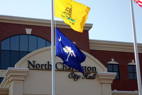 Gadsden flag raside to protest state rail plan