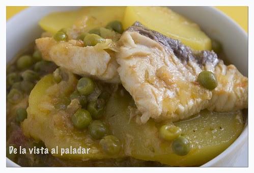 De la vista al paladar tintorera con patatas en amarillo for Cocinar tintorera
